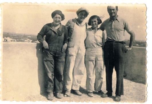 סבתא שלי פועלת בנין, תל השומר 1935