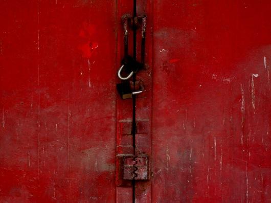מנעול אדום מוקטן