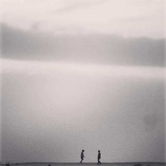 ילדים משחקים צללית